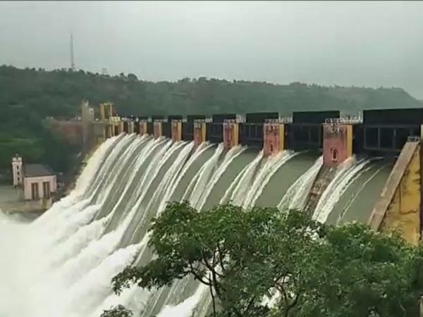 PunjabKesari, Heavy rain, high alert, flood, 202 Died, 32 Injured, Bhopal News, Madhya Pradesh, Punjab Kesari