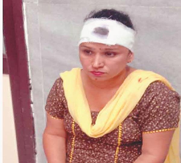 PunjabKesari, Car collided with animal, 3 injured