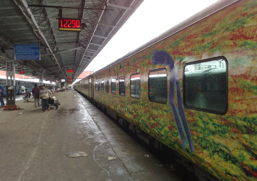 PunjabKesari, Madhya Pardesh Hindi News, Gwalior Hindi News, Gwalior Hindi Samachar, Narendra Singh Tomar, Gwalior railway Station, Duranto Express, Sampaskkranti Express, Narendra tomar