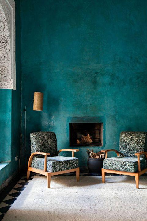 PunjabKesari, Nari, Dark Green Wall Color Image