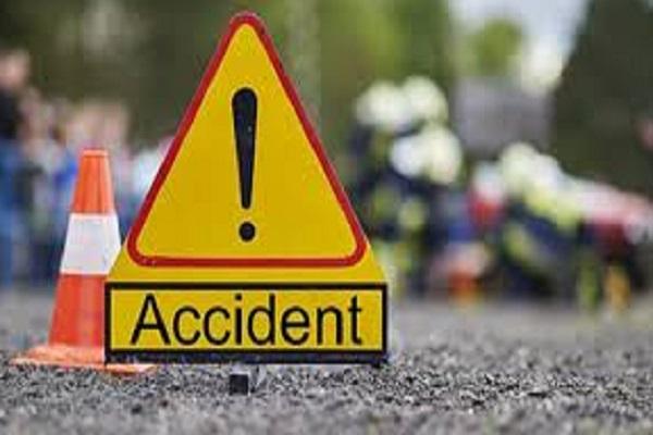 collision in pick up vehicle and bike 4 killed
