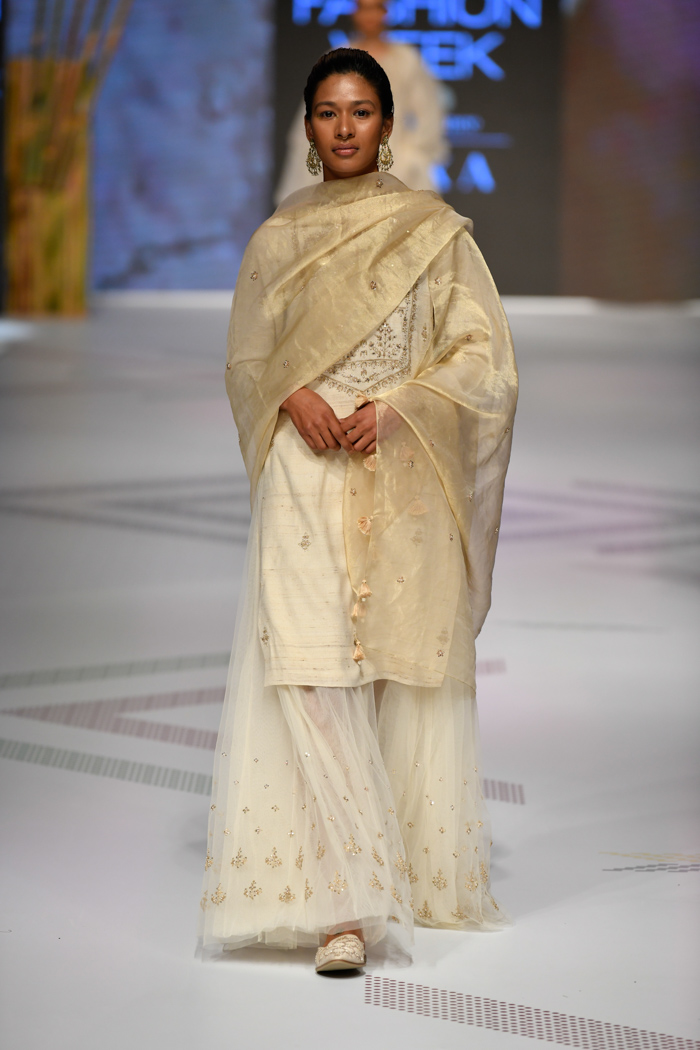 PunjabKesari, Nari, LFW19, Anita Dongre Collection, Off-White Outfits, Women Fashion