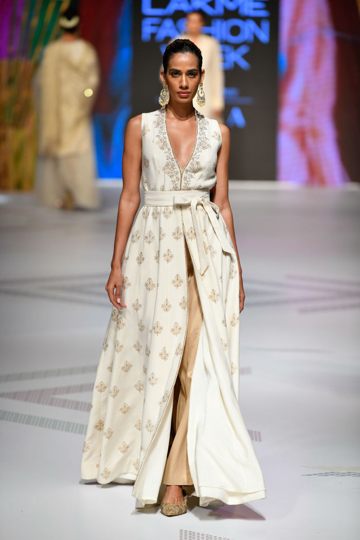 PunjabKesari, , Nari, LFW19, Anita Dongre Collection, Off-White Outfits, Women Fashion