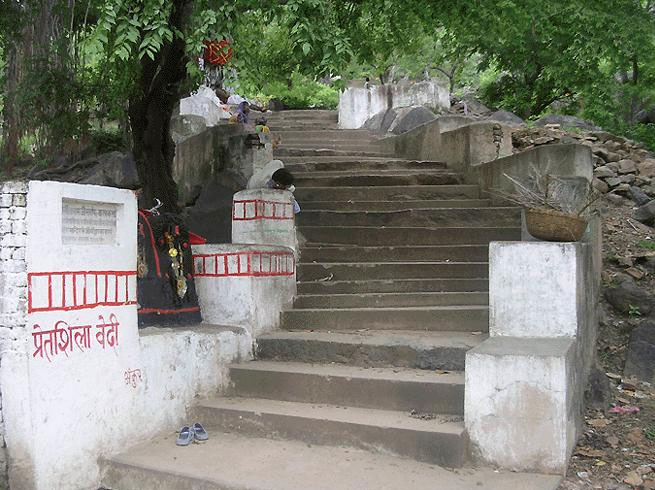 PunjabKesariPretshila hill, Pitru Paksha 2019, प्रेतशिला
