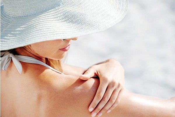 Image result for मॉइस्चराइजर बेस्ड सनस्क्रीन लोशन