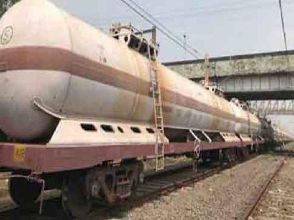 PunjabKesari, Madhya Pradesh, Khandwa, Visakhapatnam, gas leaks, gas leaks from train, Pithampur, Khandwa railway station