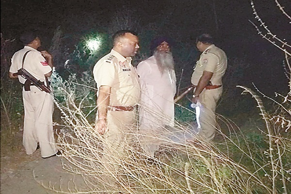 PunjabKesari, Kartarpur Police got information of weapons thrown from train