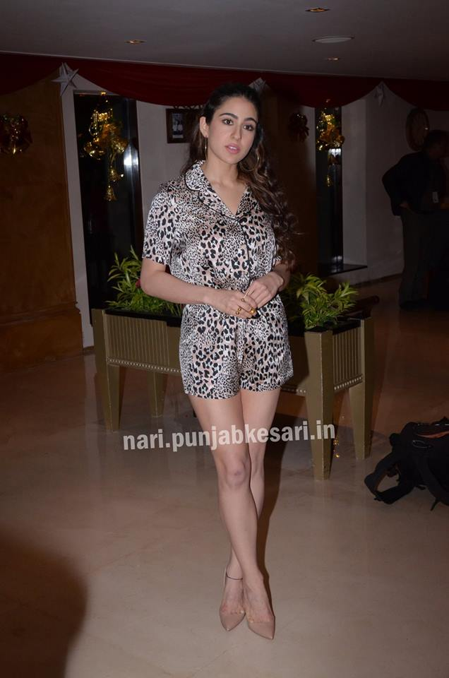 PunjabKesari,  Nari, Promotion style of sara, Sara ali khan Dress Image