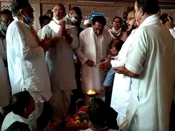 PunjabKesari, Controversial statement of Madhya Pradesh, Kamal Nath, Congress, BJP, Shivraj Singh Chauhan, Kamal Nath, Imrati Devi, Jyotiraditya Scindia, Kamal Nath in Omkareshwar Dham