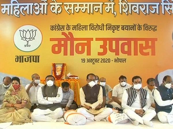 PunjabKesari,. Controversial statement of Madhya Pradesh, Kamal Nath, Congress, BJP, Shivraj Singh Chauhan, Kamal Nath, Imrati Devi, Jyotiraditya Scindia, Kamal Nath in Omkareshwar Dham