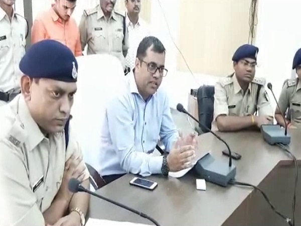 PunjabKesari, Madhya Pradesh News, Dhar News, Fake Superintendent of Police, Fake Call, Fake Call Application, Police, Arrested
