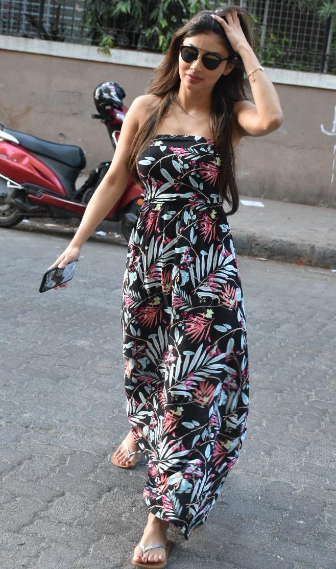 Bollywood Tadka, मौनी रॉय इमेज, मौनी रॉय फोटो, मौनी रॉय पिक्चर