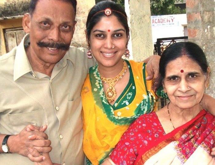 Bollywood Tadka, Sakshi Tanwar Images
