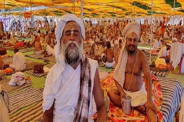 thousands of sadhus against sadhvi pragya