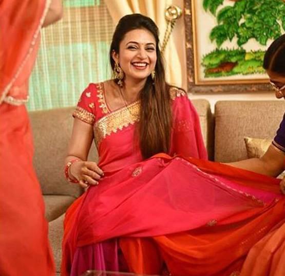 लाल साड़ी में कहर ढा रही है दिव्यांका त्रिपाठी, खूबसूरत तस्वीरें आईं सामने divyanka  tripathi looks stuning in red saree bollywood Tadka