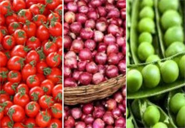 wholesale and retail traders will sell vegetables in different places