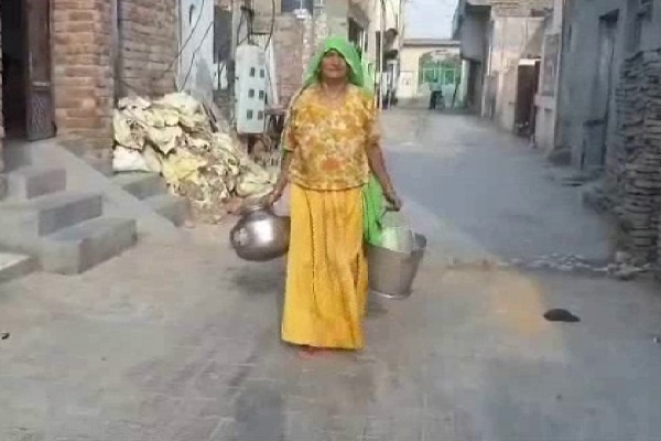PunjabKesari, colony, water, problm, people, sick
