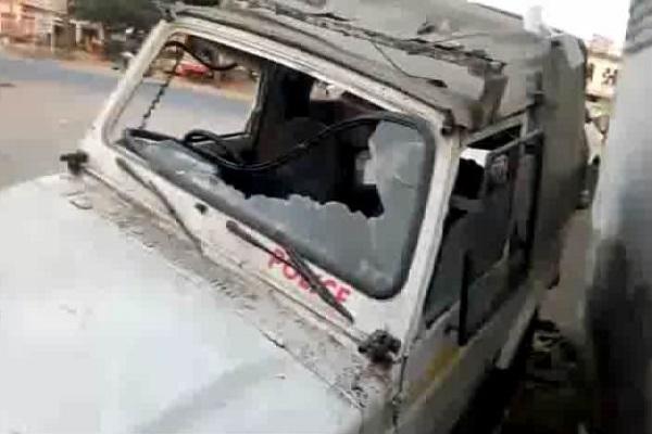 PunjabKesari, police post, loot, people, lawsuit, attack