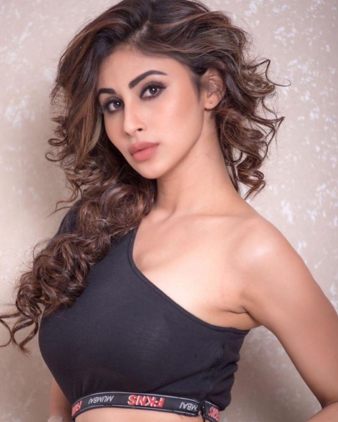 Bollywood Tadka, मौनी रॉय इमेज,मौनी रॉय फोटो,मौनी रॉय पिक्चर,