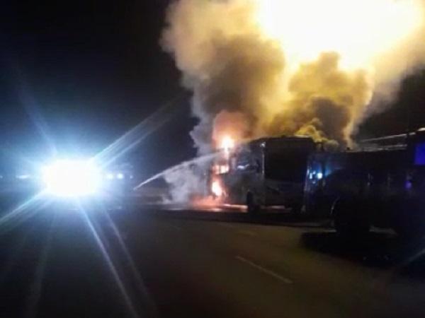 PunjabKesari, Fire on private bus, Indore to Mumbai, after explosion, Fire, Dhar, Punjab kesari