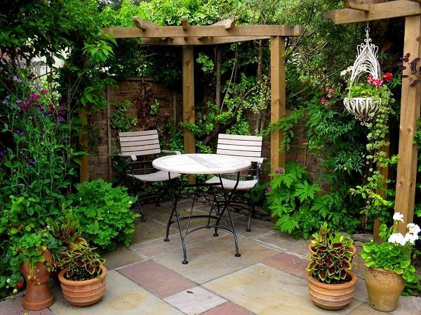 घर में बने छोटे गार्डन को इस तरह सजाएं, दिखेगा बेहद खूबसूरत - garden-decoration-in-your-home  - Nari Punjab Kesari