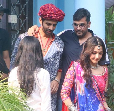 Bollywood Tadka, Kartik And Kiara Images