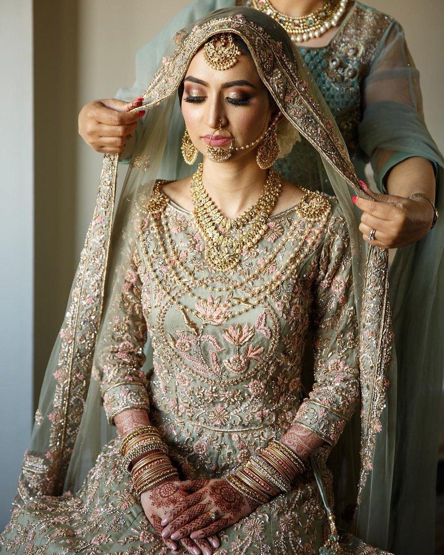 Bridal Fashion: ब्लाउज के सेक्सी Neckline Designs ...