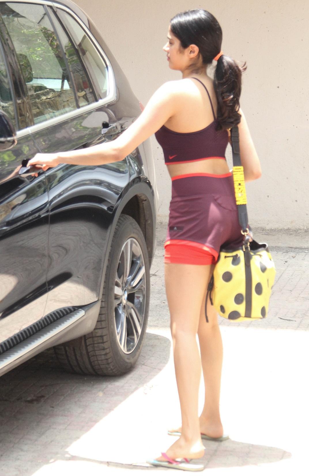 Bollywood Tadka, जाह्नवी कपूर इमेज, जाह्नवी कपूर फोटो, जाह्नवी कपूर पिक्चर