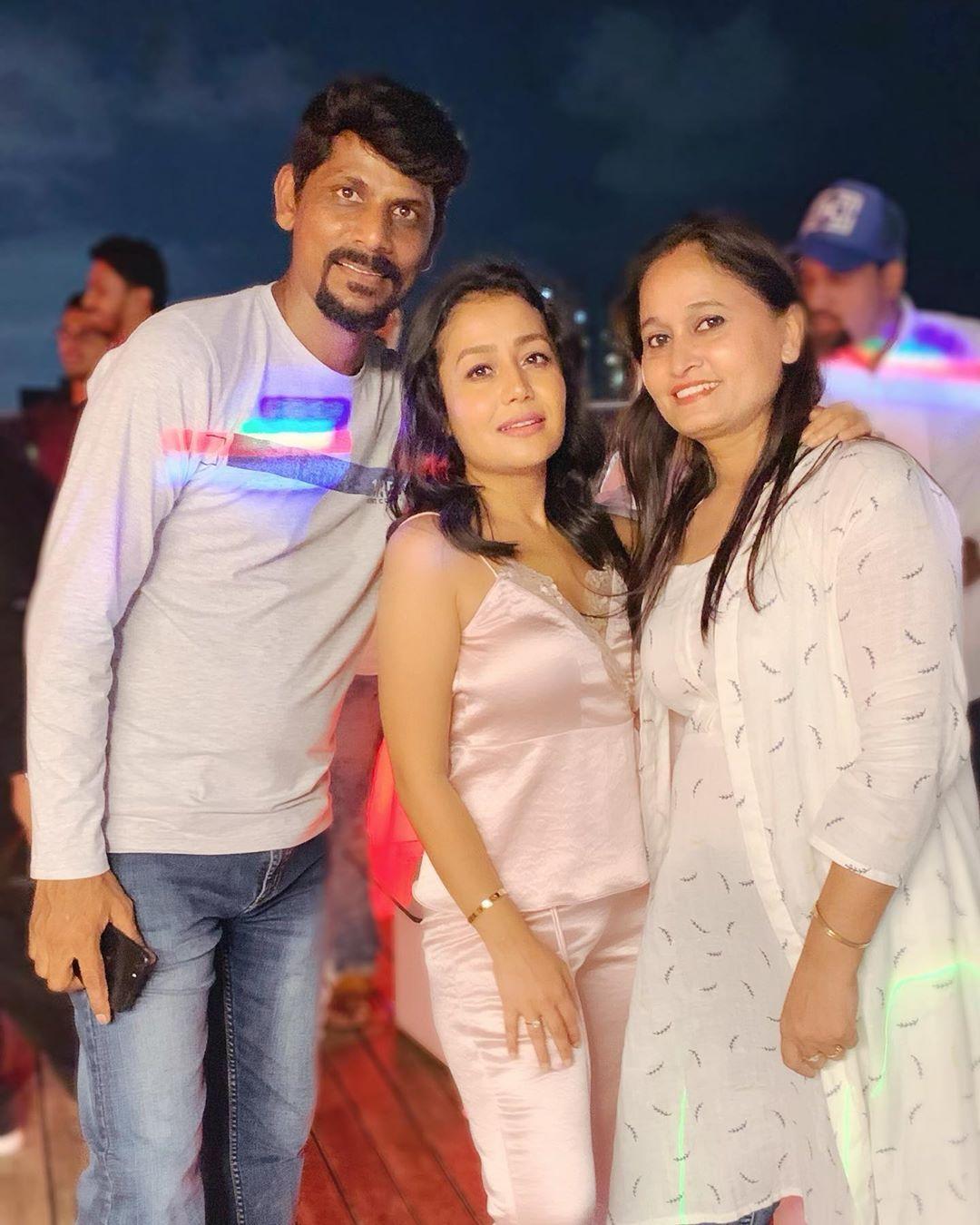PunjabKesari, नेहा कक्कड़ इमेज, नेहा कक्कड़ फोटो, नेहा कक्कड़ पिक्चर