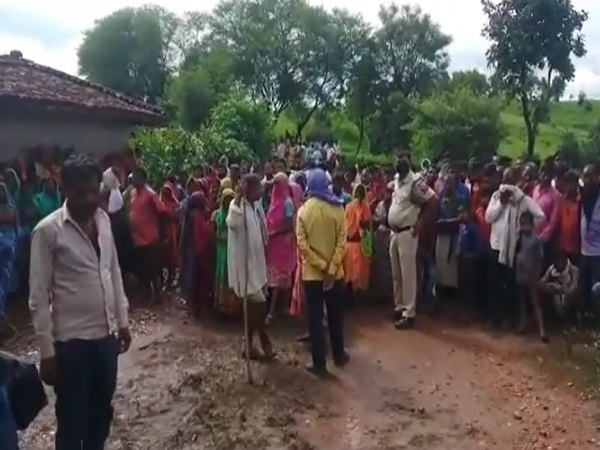 PunjabKesari, Madhya Pradesh, Singrauli, Bali, wife's sister, wife's throat cut, police, accused arrested, crime