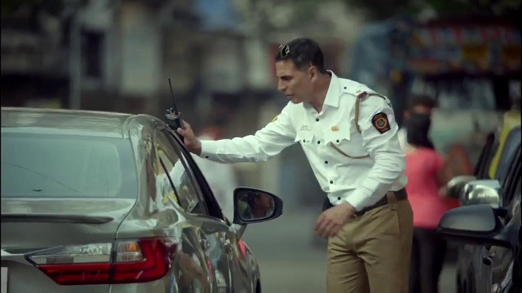 Bollywood Tadka,  Akshay Kumar Traffic Police