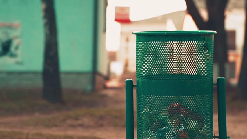 PunjabKesari, Dustbin, कचरे का डिब्बा