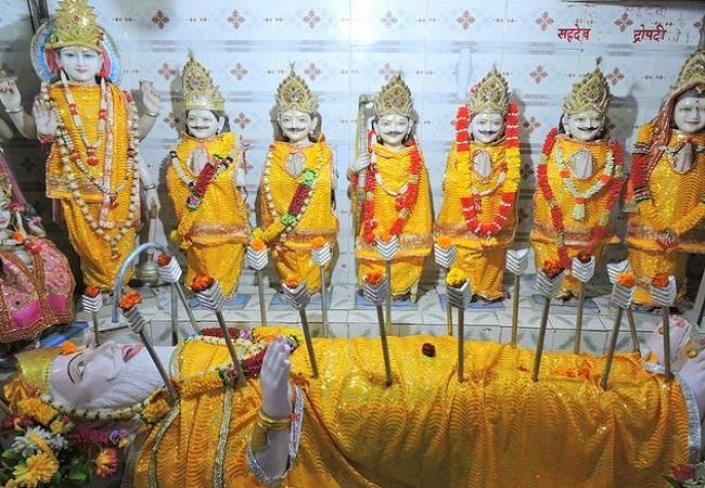 इल ह ब द म ह ग ग प त र भ ष म प त मह क इकल त म द र स थ प त ह 12 फ ट ल ब म र त Bhishma Pitamah Temple Allahabad