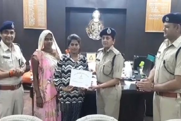mp police gave gallantry to salute reward given with respect