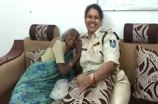 PunjabKesari, Indore, Madhya Pradesh, policing, elderly woman, police station in charge