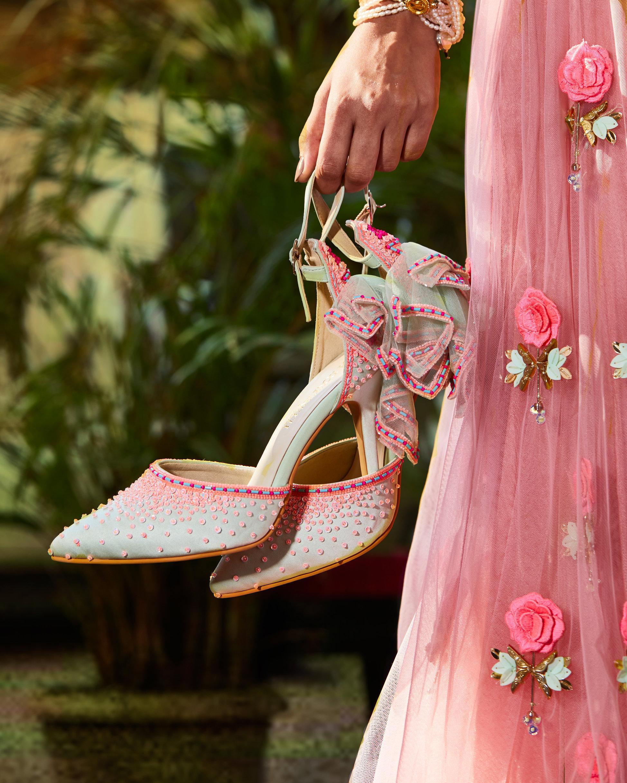 PunjabKesari, Footwear image