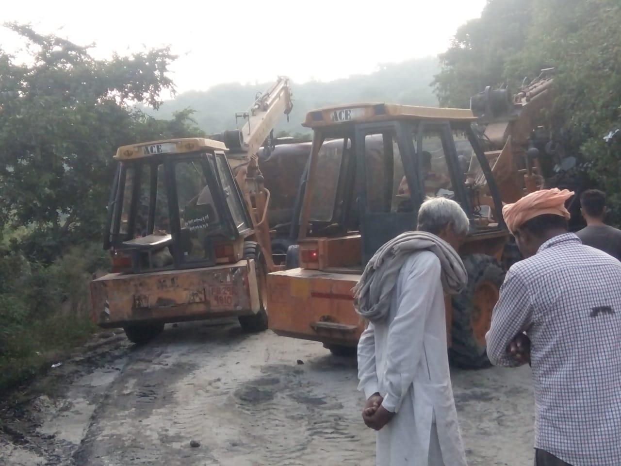 PunjabKesari, Oil tanker overturns on Garhshankar Road