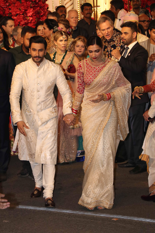 Bollywood Tadka, ईशा अंबानी इमेज, आनंद पीरामल इमेज, दीपिका पादुकोण इमेज, रणवीर सिंह इमेज