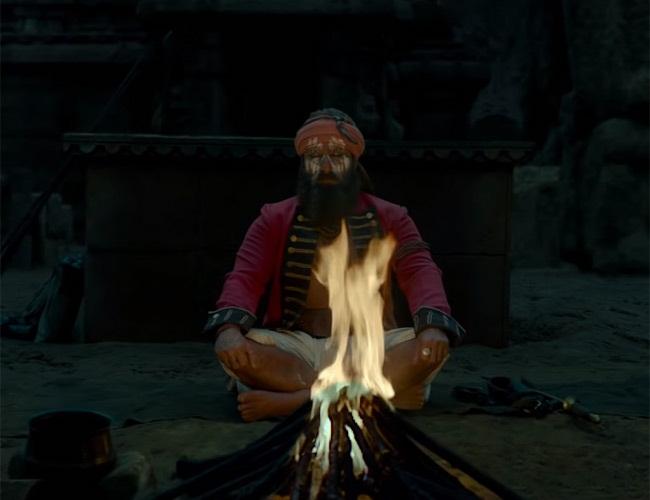 Bollywood Tadka, Laal Kaptaan Review