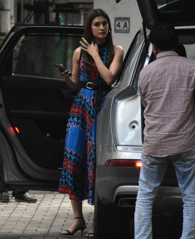 Bollywood Tadka, कृति सेनन इमेज, कृति सेनन फोटो, कृति सेनन पिक्चर