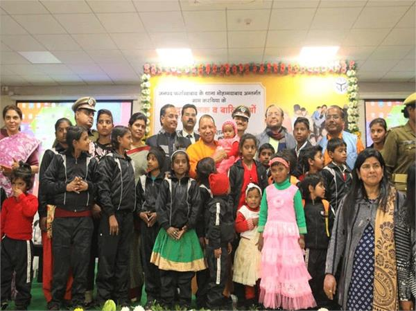 yogi honored hostage children gave check of 51 thousand to bahadul anjali
