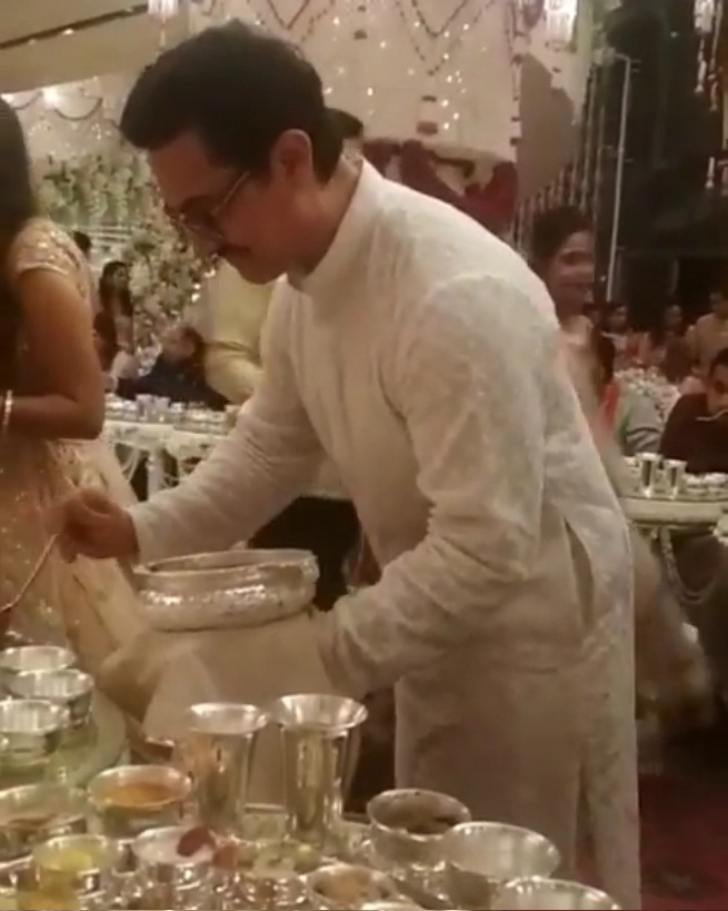 Bollywood Tadka, अमिताभ बच्चन इमेज, आमिर खान इमेज, ईशा अंबानी इमेज, आनंद पीरामल इमेज, मुकेश अंबानी इमेज, शादी इमेज, शाहरुख खान इमेज, अभिषेक बच्चन इमेज,