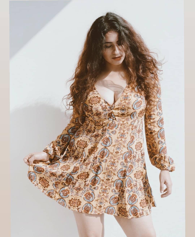 Bollywood Tadka,सुरभि राणा इमेज,सुरभि राणा फोटो,सुरभि राणा पिक्चर