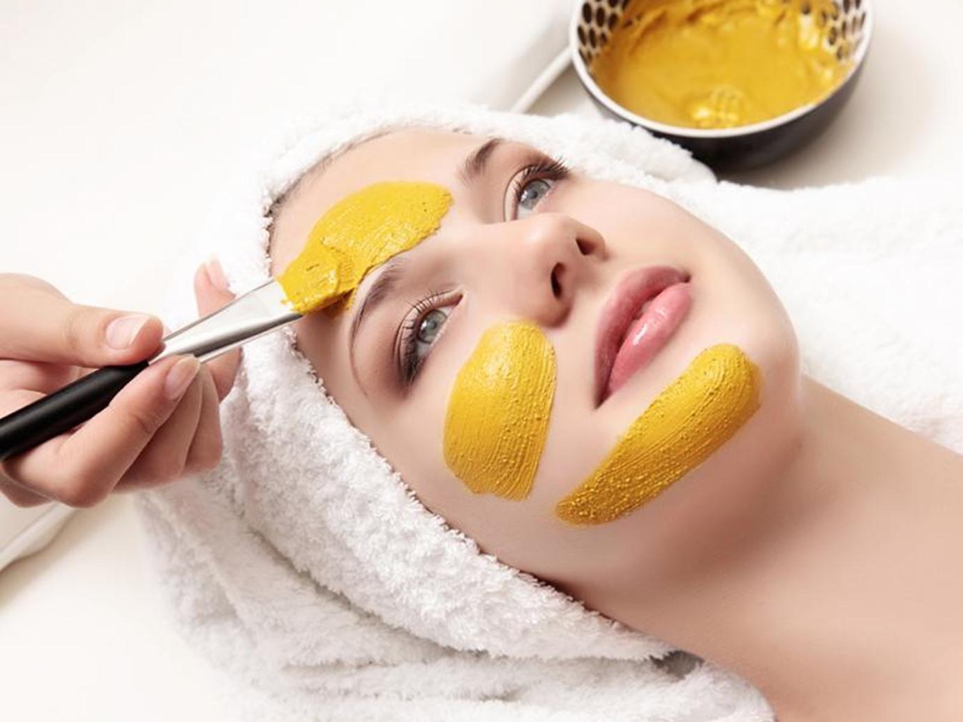 PunjabKesari, turmeric face pack Image, Shahnaz Husain Beauty Tips