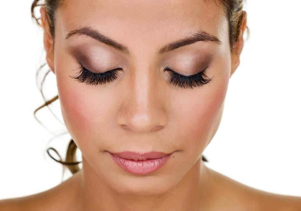PunjabKesari, Light & Fluffy Eyelashes Image, Beauty Image