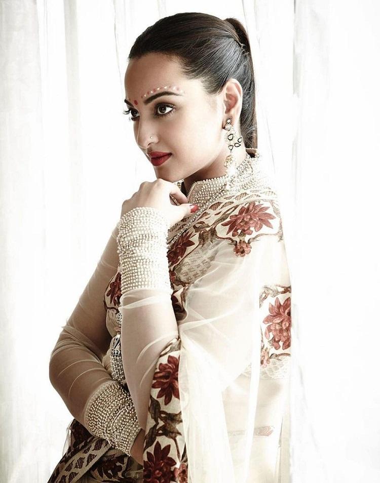 Bollywood Tadka,सोनाक्षी सिन्हा इमेज, सोनाक्षी सिन्हा फोटो,सोनाक्षी सिन्हा पिक्चर