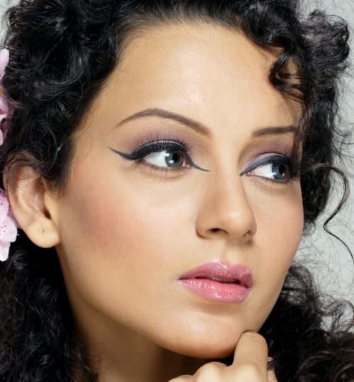 PunjabKesari, Nari, Retro eyeliner image