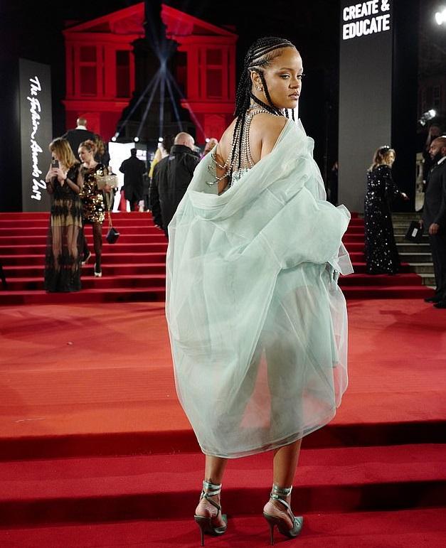 Bollywood Tadka,Rihanna image, Rihanna photo, Rihanna pictures,