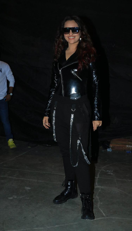 Bollywood Tadka,sonakshi sinha image,sonakshi sinha photo,sonakshi sinha pictures