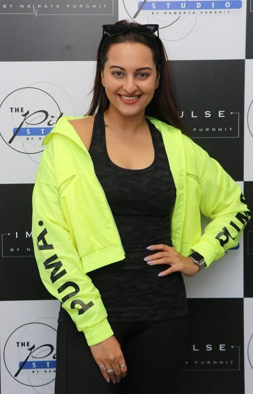 Bollywood Tadka, Sara And Sonakshi Images